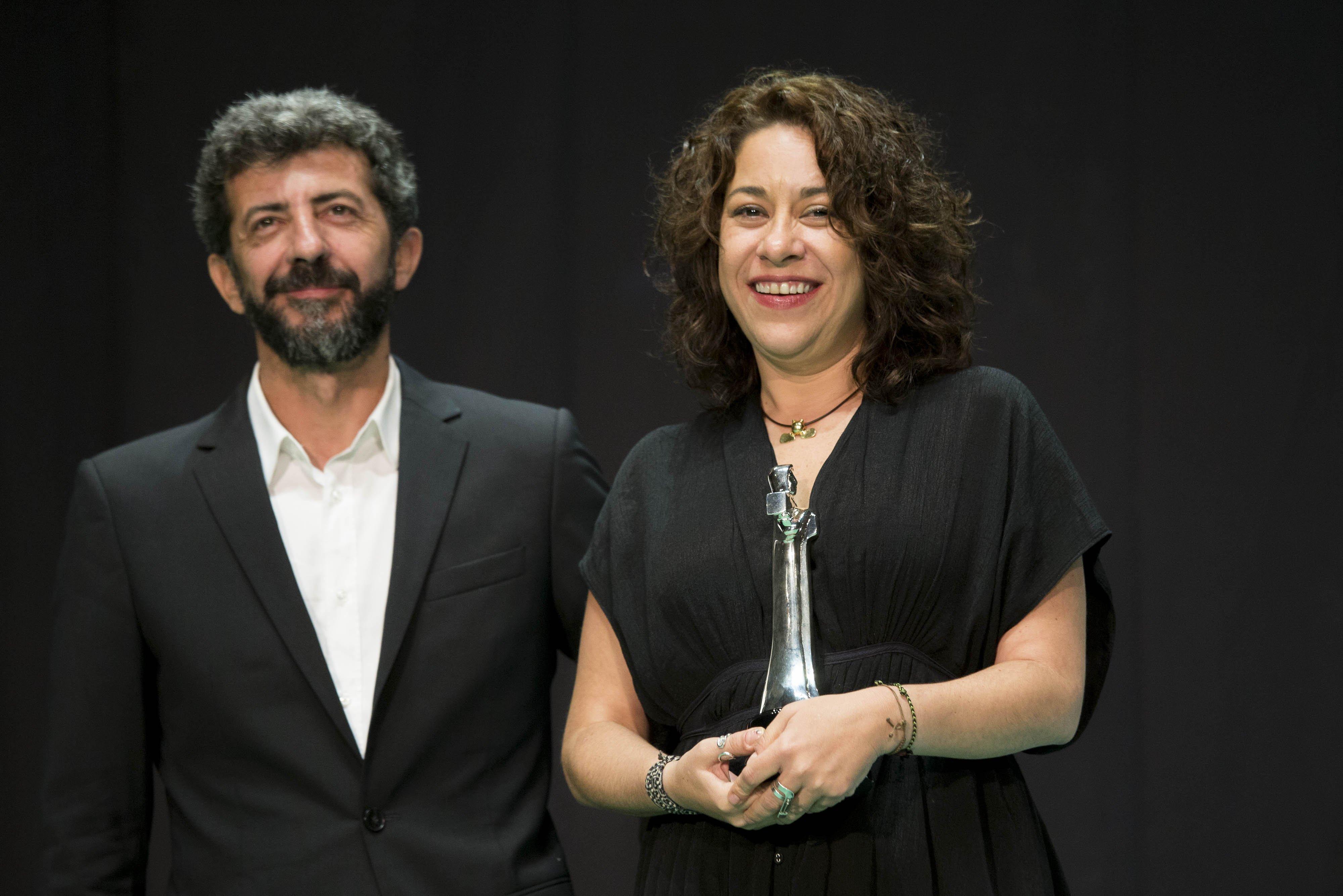 Colón de Plata Mejor Dirección Lucía Carreras por 'Tamara y la Catarina', entrega Alberto Rodríguez