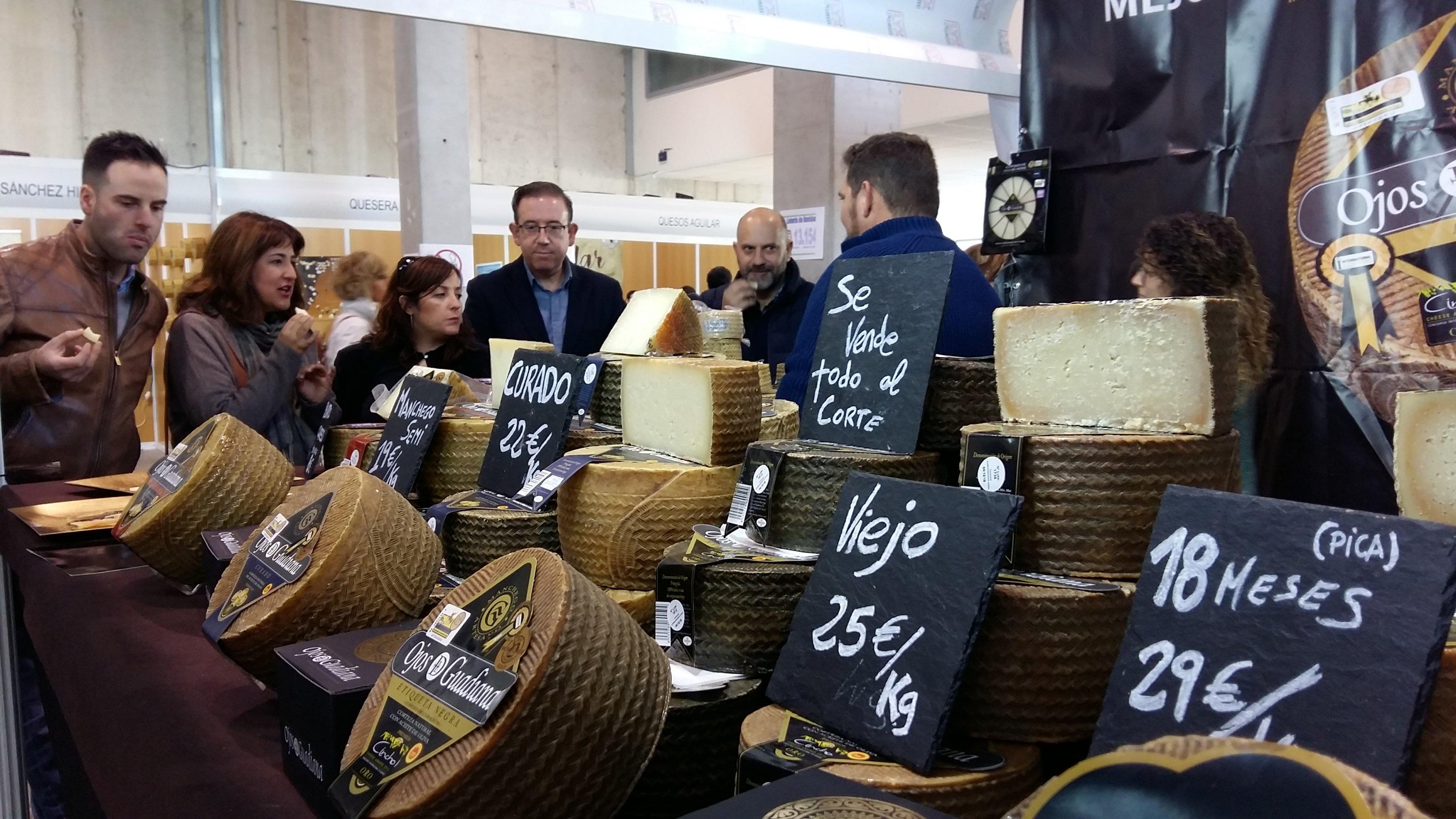 inaug-mercado-queso-alcalde-y-corporacion