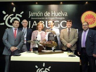 Ramos ha visitado los expositores de la D.O. Jabugo y de la Junta de Andalucía