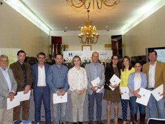La diputada de Infraestructura con los alcaldes de los municipios firmantes del acuerdo agrupado