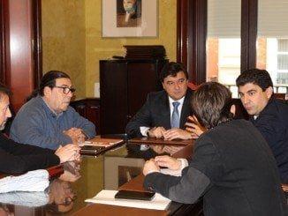 Alcalde y sindicatos acuerdan crear un foro municipal de carácter económico y social