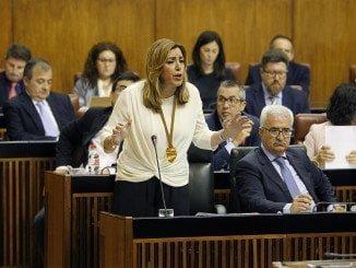 Susana Diaz, contesta a las preguntas de los grupos políticos durante del pleno del parlamento andaluz