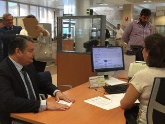 Sanz ha visitado las instalaciones del Centro de Atención e Información de la Seguridad Social (CAISS)