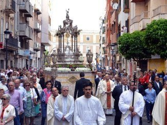 El Corpus Christi procesiona en Huelva
