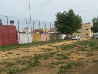 Descampado junto al campo de fútbol