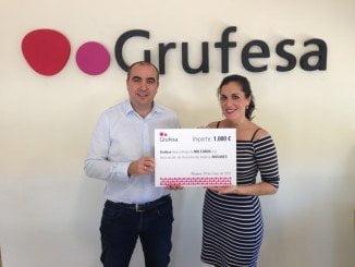 Carlos Cumbreras, gerente  de Grufesa junto a Cecilia González, que pondrá voz al trabajo