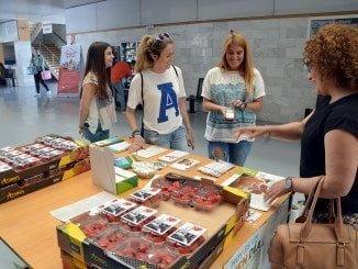 La empresa Agromatín ha donado las fresas un año más para la acción