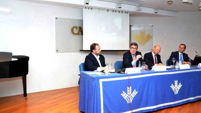 La Mesa Redonda de 'Iniciativa Huelva' no defraudó las expectativas por el nivel de los ponentes.