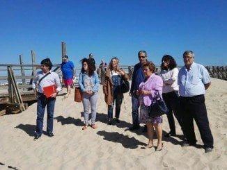 Grao y otros representantes municipales junto a Director Provincial de Costas  durante la visita