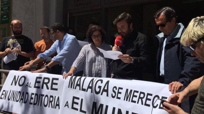 En Málaga, la plantilla de Unidad Editorial se ha concentrado en la sede del periódico