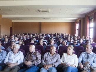 Los agricultores, nerviosos, se han reunido en asamblea para acordar más acciones de protesta