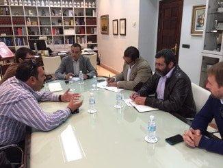 Un momento del encuentro de Caraballo con los alcaldes de las tres EJAs
