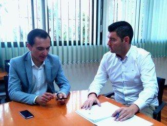 Manuel Cayuela y Manuel José Ceada departen sobre el futuro Centro de Empleo