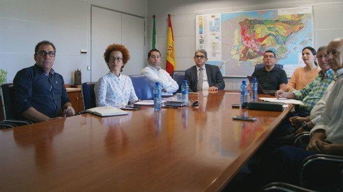 Responsables de Ecovidrio y Giahsa junto a representantes de los ayuntamientos implicados