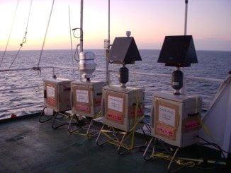 Captadores de alto volumen en la cubierta del Hespérides. (Joan Costa/CSIC)