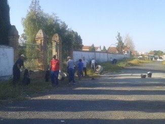 El coste de las tareas de limpieza del Cementerio Inglés de Huelva se verá reducido al participar los voluntarios