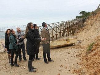 Ya en enero las autoridades comprobaron in situ los destrozos causados en la playa del Portil.