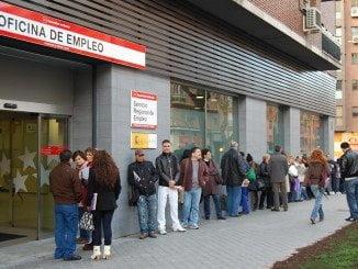 El paro en la Comunidad Andaluza baja en abril en 48.247 personas