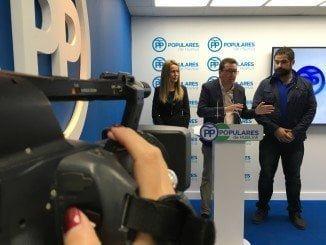 Manuel Andrés González con Manuel Barroso y Bella Verano en rueda de prensa