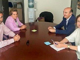 El alcalde de Lepe y la de Isla se reúnen con representantes del Hotel  Asur