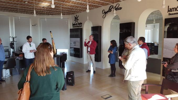 Periodistas durante su visita a la DOP de Jabugo