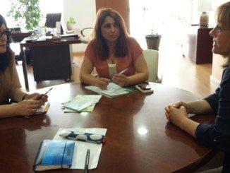 Carmen Solana, junto a Cinta Aguilar y otras representantes de empresas de la Sierra