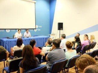 Antonio Ramos, y  Jesús Manuel Bueno, han presentado el proyecto  a los comerciantes del Mercado