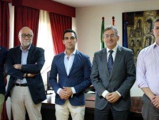 El candidato de Ciudadanos ha mantenido un encuentro en la universidad con el rector