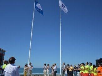 En Matalascañas ya lucen la Bandera Azul y el distintivo Q de Calidad Turística