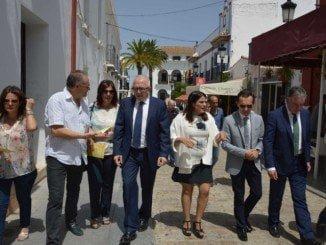 El consejero de Empleo visita la localidad de Almonte
