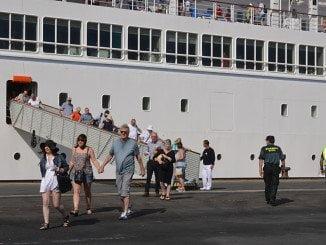 Cruceristas a bordo del Thonson Spirit, procedentes del Reino Unido llegan a Huelva