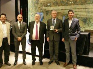El director del Puerto, Ignacio Álvarez-Ossorio, recibe una placa de honor 2016