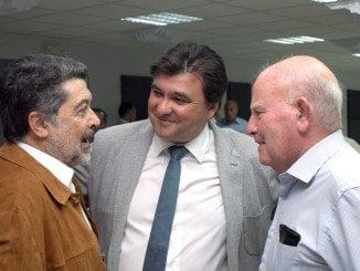 Tres generaciones del socialismo onubense  y dos alcaldes. Gabriel Cruz y José Antonio Marín Rite, junto a Javier Barero