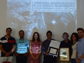 Durante la jornada monográfica sobre el ganado marismeño hubo emotivos homenajes varios científicos que recogieron sus galardones