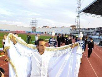 El bicampeón del mundo de Duatlón, Emilio Martín, desfila como abanderado de los Juegos