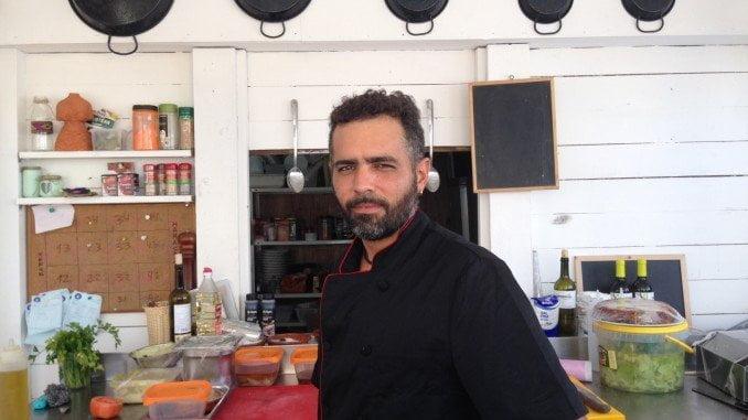 El chef del chiringuito Larena ha trabajado en restaurantes de Inglaterra, Thailandia o La India