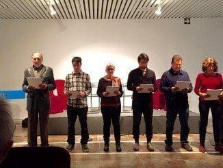 La foto adjunta corresponde a la lectura dramatizada de la obra Autos (road play), ganadora del VI Premio, a cargo del Aula de Dramaturgia Jesús Domínguez