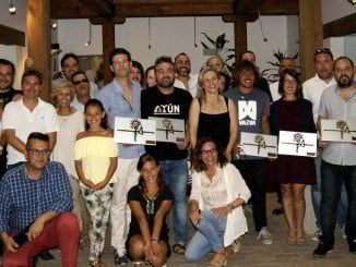 Los premiados, junto al jurado, la concejala de Turismo de Isla y otros miembros de ese área municipal