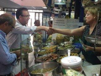 Manuel Guerra ha visitado el mercado de Ayamonte