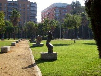 La revista insiste en su artículo en recuperar y poner en valor el museo escultórico de la ciudad