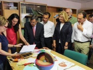 La candidata popular ha visitado la ONCE junto a otros compañeros de partido