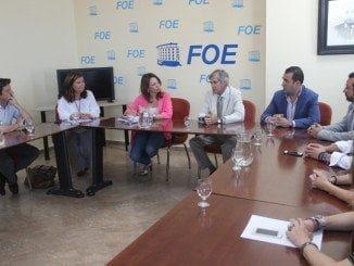 Navarro, acompañada de dirigentes del PP de Huelva, ha mantenido un encuentro en la FOE