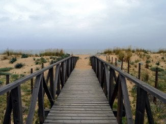 Los populares aseguran que la playa no contará ni con un parque acuático flotante ni con quioscos