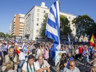 La bandera albiazul del Decano ondeará en la avenida de Pablo Rada