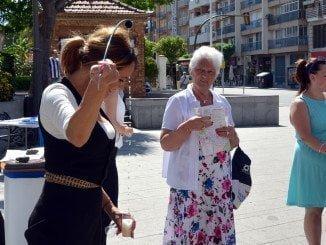 Los turistas extranjeros reciben agasajos en Huelva a su llegada