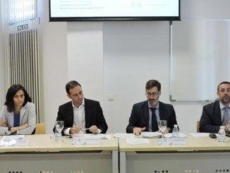 El gerente de Adesva, Aurelio Gómez; Subdirector General de Fomento Industrial e Innovación, Clemente Mata; entre otros
