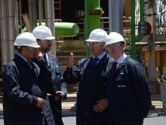 El presidente de CEA estuvo acompañado por el presidente de la FOE y el de Cámara de Comercio, asi como por el director de la Refinería La Rábida, durante su visita a Cepsa