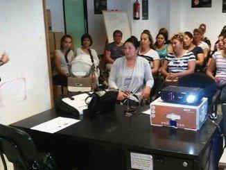 Charla informativa sobre inserción del pueblo gitano en la vida laboral en el ayuntamiento de Cartaya