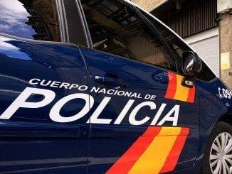 Agentes del Cuerpo Nacional de Policía se dirigieron al lugar, logrando detener a los dos autores