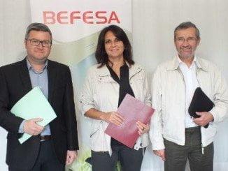 Eva Navarrete, Rafael Terán, presidentes de la Asociación de la Prensa de Andalucía y Huelva, respectivamente y Álvaro Arias, asesor de comunicación de Befesa, formaron el jurado